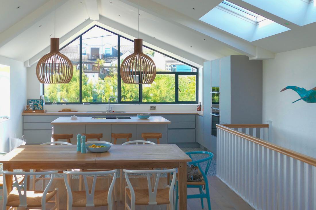 Seawhisper Cornwall Küche mit Ausblick