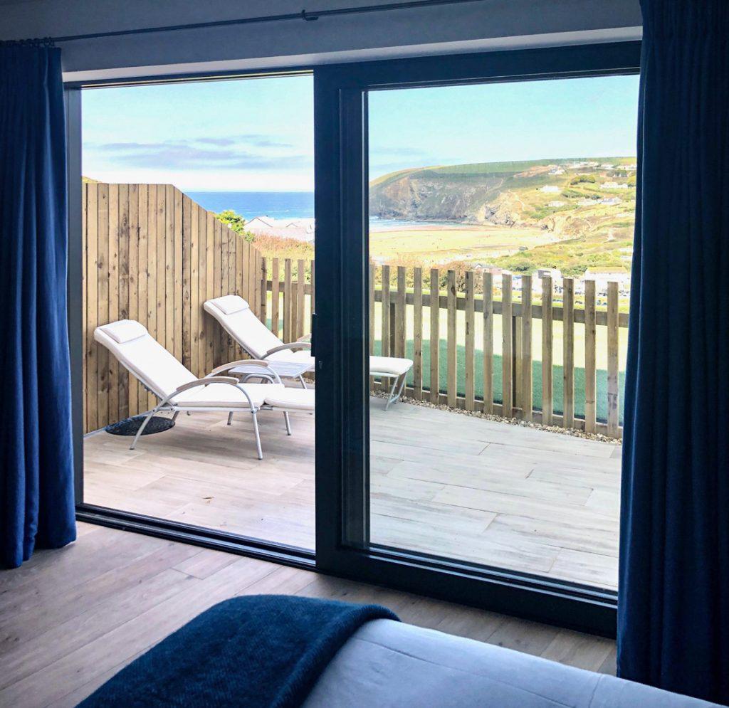 Blaues Zimmer mit Blick auf die Bucht von Mawgan Porth
